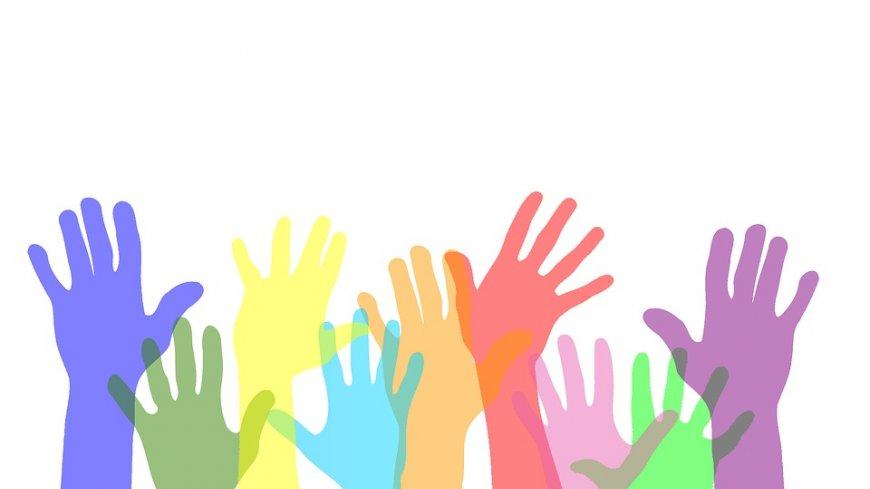 Grafika - kolorowe ręce.