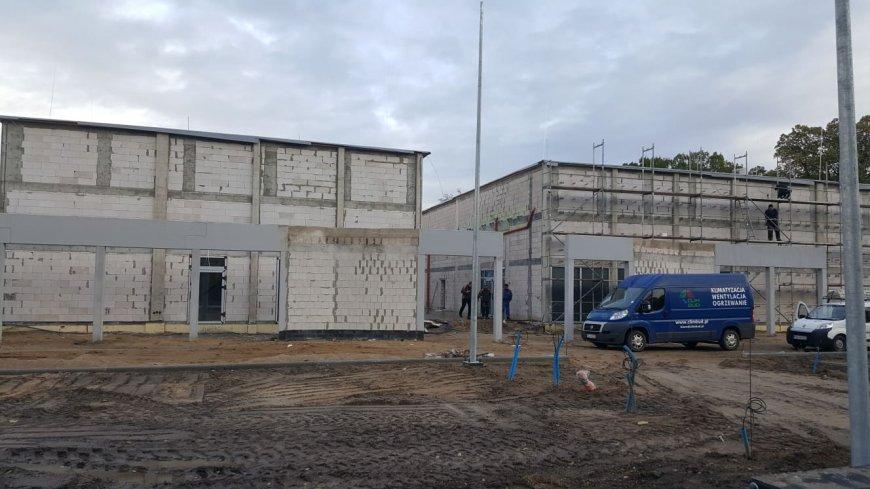 Praca na budowie Ośrodka Muzealno-Edukacyjnego w Słońsku postępuje wyjątkowo prężnie.