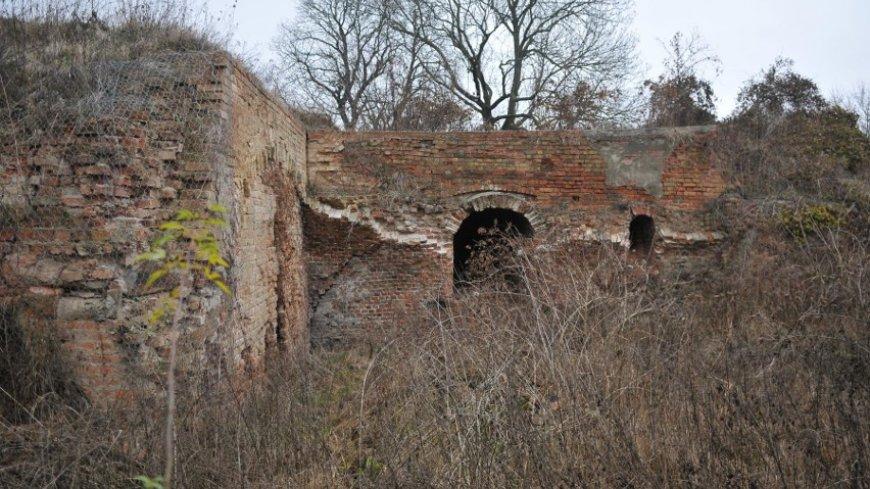 """na zdjęciu zniszczony bark bastionu """"Król"""""""