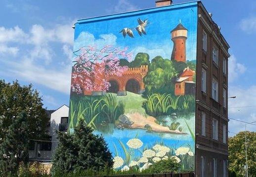 Mural przedstawiający Kostrzyn na budynku przy Niepodległości 5. Źródło zdjęcia: fanpage ICT Poland Kostrzyn nad Odrą.