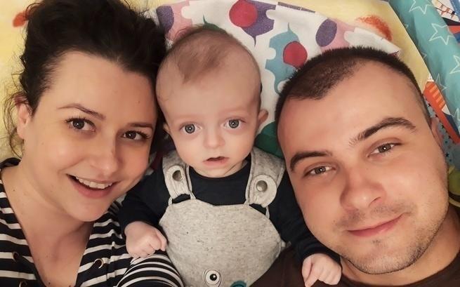 Zdjęcie rodziców z synkiem.